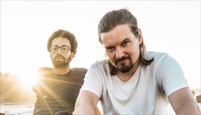 Treptow veröffentlich vor der Singleauskopplung von Burgen aus Sand einen Remix des Songs von Leif Bent