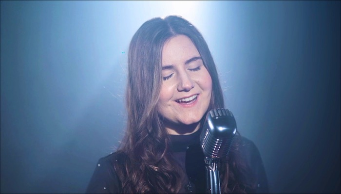 Gloria Blau veröffentlicht die Single Lavendel aus der EP Wenn es dunkel bleibt
